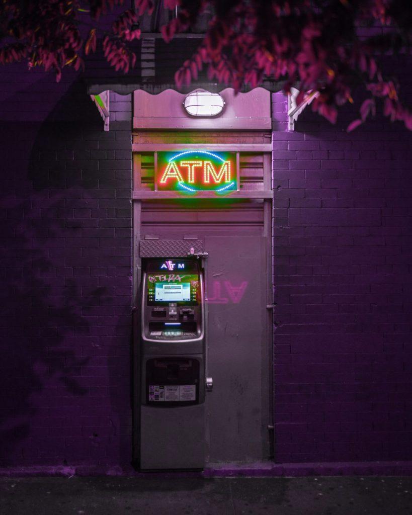 Karty płatnicze, karty walutowe i karty bankomatowe