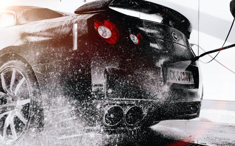 Samochód na błysk. Czym sprzątać samochód?